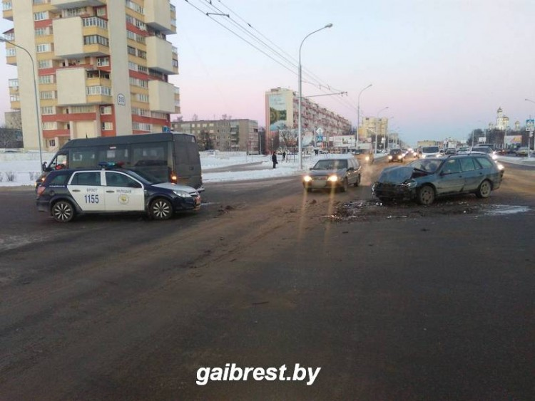 ДТП с участием маршрутки в Бресте, двое пассажиров пострадали